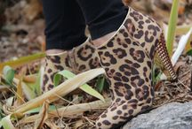 SHOES / Irresistible footwear: Heels, flats, boots etc.