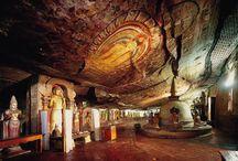 Dambulla / Dambulla est situé au centre du Sri Lanka. Cette ville est surtout connu pour son Temple d'Or et son Buddha couché.