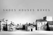 Shoes boxes houses / Maisons faites à partir de boîtes en carton. Diorama pour la présentation d'une collection. Choix des boîtes, découpage, collage et peinture à la bombe. Shooting photo et retouche.