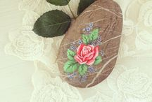 Stone Painting / You collect stones? How about painting them? They will look amazing, believe us.  / by 10marifet