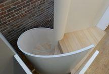 Private house, New York / In una old town house nel centro di Manhattan, questa scala design porta il gusto europeo in una casa dallo stile contemporaneo. Come una sinuosa ballerina, la scala elicoidale fa da collegamento fra l'ultimo piano ed il terrazzo.