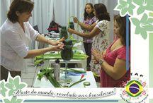 ETAF   Curso Módulo II - Floral Artístico   Setembro 2013 / Nos dias 16 a 19 de setembro, foi realizado aqui na ETAF o Curso Floral Artístico ministrado pela professora Emilia Nardi, da Argentina.   Visite nosso site, conheça nosso trabalho e se surpreenda! www.escolatecnicadeartefloral.com.br   Facebook: http://www.facebook.com/ETAF.EscolaTecnicadeArteFloral   Tumblr: http://escolatecnicadeartefloral.tumblr.com/