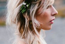 The Hair-Do / Weddings & Elopements / Ideas for how to style your hair in a way that will match your outdoors elopement or intimate wedding: effortless, natural, romantic, sophisticated hair-dos
