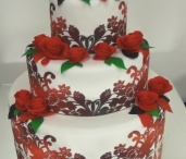 Creating with PhotoFrost / Create beautiful and personal designs using PhotoFrost edible icing sheets and inks.