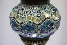 Kamallas Mosaik-Hängeteelichter / Teelichter, Mosaik-Hängeteelichter. Traumhaft, orientalisch, schön. Kamalla-Home orientalischen Mosaik-Lampen werden in Handarbeit und mit viel Liebe zum Detail hergestellt. Jedes Mosaik Hängeteelicht ist ein Unikat, deshalb auch einzigartig und etwas ganz besonderes. Die Herstellung einer orientalischen Mosaik-Lampe ist sehr zeitaufwendig und eine einmalige Handwerkskunst, die bei allen Menschen egal welcher Herkunft Begeisterung auslöst.