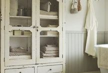 Bathroom / Armoire