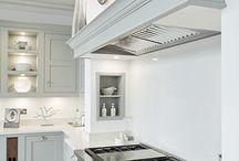 интерьер кухни без навесных шкафов / Кухни классика без навесных шкафов