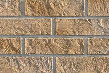 Cegły elastyczne / Cegła elastyczna inaczej elastyczny klinkier to doskonała imitacja naturalnej cegły. Cegłę elastyczną można stosować na elewację budynków oraz do dekoracji wnętrz. Budowa cegły to mieszanka żywic i piaski kwarcowego.