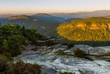 Linville Gorge hiking + camping adventures / Explore western North Carolina's beautiful Linville Gorge, hiking to thundering, tumbling waterfalls and climbing to exceptional 360-degree views.