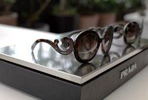 Prada ❤️ /  Qualidade e inovação constante de seus produtos estão entre as características de design da Prada, trazendo luxo contemporâneo para pessoas de personalidade forte e estilo único.