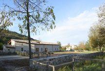 Renowacja STODOŁY i budynków rolniczych / nowoczesna STODOŁA / Te dwa odnowione budynki znajdują się w pobliżu młyna pochodzącego z XIV wieku, zbudowanego przy brzegu rzeki Parma w rejonie o ogromnej wartości dla środowiska.