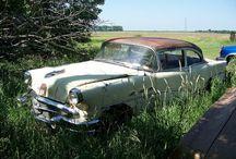 Carros Abandonados / imagens de antiguidades / by Diego Machado de Fraga