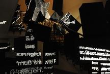 """WERK+SCHAU 01 / Ganz weit offen für alle """"Kopfwerker"""" standen die Gelben Werkstore des Ideenladens bei der Werk+Schau zur Munich Creative Business Week. Das erste """"Action Creating"""" der Welt lieferte Ideen im Sekundentakt - mit Kreativen, die das taten, was sie immer tun. Nachdenken. Wegdenken. Umdenken. Erdenken. Hindenken. Ausdenken…. Klick-Tipp: http://www.der-ideenladen.cc/index.php/category/werkschau/"""