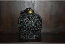Lampy / Indyjskie lampy zaczarują wnętrze nastrojową grą cieni. Ich ozdobna forma w orientalnym stylu przyprawią wnętrze odrobiną egzotyki. Lampa zawieszana jest na stalowej lince której długość można regulować.