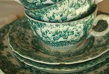 tea cups, teaspoons / porcelán és egyéb anyagú teás csészék, kancsók, tányérok, teáskanalak, melyek csodaszépek