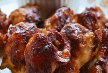 Coxinhas de frango com molho barbecue