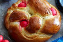 Λαμπροκουλούρα (Λαμπρόψωμο) / Εύκολη πασχαλινή συνταγή για λαμπροκούλουρα (λαμπρόψωμο) γιατί Πάσχα χωρίς τσουρέκι δεν γίνεται.