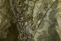 18th c., robe de cour: bijoux