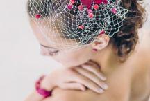 noni Fascinator 2015 / Passend zu unseren Brautkleidern entwerfen wir individuellen Kopfschmuck für die Braut und passende Fascinator mit Hutschleier und Federn. Headpieces mit Punkten sind genauso in unserer Brautschmuck Kollektion zu finden wie zarte Schleier.