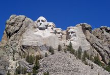 South Dakota - Travel Ideas for Families / We love a good road trip, and the Black Hills of South Dakota is one of the best. Here are some of the best places to visit in South Dakota. | Mount Rushmore | Custer State Park | Badlands National Park | Black Hills Vacation with Kids