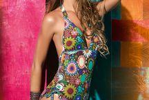 """PHAX swimwear - badmode sommaren 2013 / Sommarens kollektion går hand i hand med de hetaste catwalktrenderna för sommaren 2013 där det bohochica modet dominerar. Inspirationen är hämtad från """"Vilda Västern"""" med säsongens hetaste detalj – fransarna, i fokus. De syns på allt ifrån bikinis till strandplagg så du kan enkelt skapa den där hippiechica stilen många drömmer om! Förutom fransar är kollektionen fylld av starka färger, somriga blommor, retroinspirerade prints, volanger och så klart de snyggaste skärningarna."""