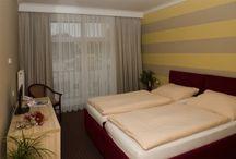 Hotel Akord*** / Hotel Akord patří do kategorie 3*** hotelů. nabízíme komfort za přijatelnou cenu, která zahrnuje kontinentální snídani. nabízíme hostům dvoulůžkové a jednolůžkové zrekonstruované pokoje.