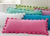 almohadones con pompom