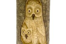 Timber-Treasures double owl in log / The tree owl is a perfect addition to any garden. Each carving is suitable for outdoor use as it has been treated with teak oil, making it weatherproof. Each owl is fixed with a metal hanger on the back so it is ready to be hung wherever your heart desires. The owl is hand carved into a Jemphinis log, with the bark remaining in its natural form, which means that no two carvings are the same, making each owl carving truly unique. Dimensions: 30 x 17 x 8 cms* *handmade disclaimer