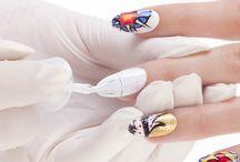 Nailart POP ART / Oggi vi proponiamo una splendida nail art ispirata alla POP art utilizzando un innovativo prodotto Estrosa, il TRANSFER EFFECT! SEguiteci e provate con noi! Troverete la descrizione ancor più dettagliata sul nostro blog: http://www.smaltogelsemipermanente.it/