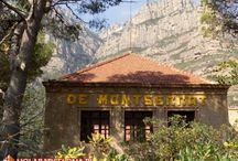 Klasztor Montserrat / Zabytkowy klasztor benedyktynów na wzgórzu Montserrat.