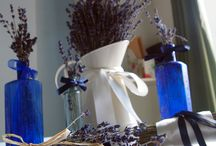 Dried lavender wedding decorations / Use dried lavender sprigs to decorate invitations, table settings or larger bunches in vases.