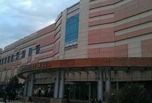 Apartament vanzare Vitan / Vitan vanzare apartament 2 camere, situat pe strada Judetului vizavi de Bucuresti Mall. Apartamentul propus la vanzare se afla la parterul unui bloc de 10 etaje, si are o suprafata construta de 65 mp. Apartamentul dispune de suprafete generoase si poate avea numeroase destinatii datorita pozitionarii, commercial , rezidential , cabinet sau birou. Va asteptam la vizionare.  http://olimob.ro/listing/vanzare-2-camere-mall-vitan/