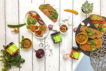 Bio Veganz Hanfaufstrich Spinat / Tomate / Paprika / Hemptation! Jetzt gibt es einen Neuen für die Brotzeit, der mit viiiiel Spinat nicht nur unglaublich lecker auf Brot oder als Dip schmeckt, sondern mit Hanfsamen auch ein echter kleiner Held ist. Lass dich verführen!
