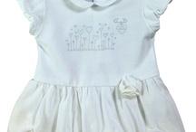 Absorba / Francouzská značka Absorba byla založena již v roce 1949, má tedy za sebou více jak 60 letou historii. Postupným vývojem a získáváním zkušeností si značka vytyčila hlavní cíle: odbornost, kvalitu, komfort, funkčnost a modernost dětského oblečení. Absorba obléká děti od novorozenců až do 14 let.