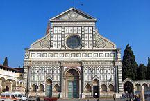 Базилика Са́нта-Мари́я-Нове́лла (итал. Bsilica di Santa Maria Novella) — церковь во Флоренции. / Церковь Санта-Мария-Новелла обязана своим названием доминиканской молельне (ораторию) IX века Санта Мария делле Винье, изначально находившейся здесь. Когда в 1221 году это место было присвоено доминиканскому ордену, монахи решили построить на нём новую церковь и прилегающий к ней монастырь. План строительства был разработан двумя монахами Фра Систо Фьорентино и Фра Ристоро Кампи.
