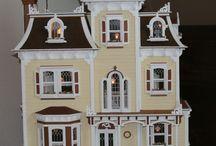 "The Beacon Hill / Dit is de ""Beacon Hill"" van Greenleaf:  poppenhuis dollhouse"