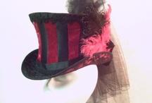 y a un lapin dans le chapeau / J'adore les chapeaux.... ça tombe bien, il parait que j'ai une tête à chapeaux.... je n'en porte pas souvent mais je les aime d'amour très fort! I want them all!!!!!!