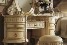 öltözködős asztal, avagy tükrös szekrény