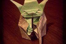 Barquitos de papel - origami / Bijou & Decó armada en origami reciclando papel de revista y volantes. Piezas de Origami para regalar y regalarse! Ver mas en: www.facebook.com/barquitospapel