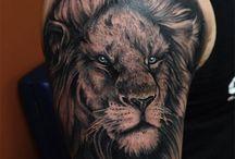 Tattoo Oberarm Löwe