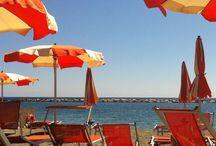 Le nostre località: San Bartolomeo al Mare / San Bartolomeo al Mare è una rinomata cittadina balneare tra le più amate dell'imperiese, soprattutto dalle famiglie con bambini che grazie alla spiaggia sabbiosa e sicura, ai numerosi eventi organizzati e alla lunga passeggiata a mare interamente pianeggiante possono divertirsi e trascorrere un piacevole soggiorno. http://www.rivieradeibambini.it/liguria/san-bartolomeo-al-mare/