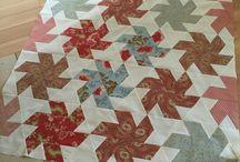 Le Quilt de Sacha ou Spinning Stars / Quilts faits de triangles et trapèzes, avec les gabarits de Marti Michell, et les variantes.