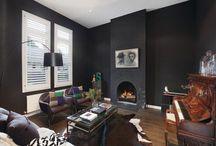 Interiores en negro [] In black interiors