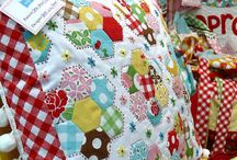 Hexie Heaven / Since starting my Vignette Hexagon quilt, I am besotted with all things 'hexie'.