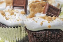 Best Cupcake Recipes / A collection of the best cupcake recipes on the web! Chocolate cupcakes, vanilla cupcakes, red velvet cupcakes, unique cupcakes, gourmet cupcakes! You can find the favorites here! Some of the cupcake recipes here are homemade and some use a box mix for ease.