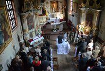 Fotografia ślubna - ceremonia / Ceremonia ślubna w kościele lub urzędzie stanu cywilnego to bez wątpienia najważniejszy moment całej uroczystości. Fotografie pozwalają odświeżyć w pamięci te chwile – wyczekiwania na ceremonię.