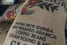 Burlap bags / Wonderful, colorful #burlap and #jute bags for all your #craft projects! #coffee #thequeenbean http://www.thequeenbean.com/-Burlap-Bags-_p_200.html