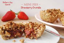 Mother's Day Special: Strawberry Crumble Mini Pies / For a sweet Mother's Day... These Mini Pies are vegan, gluten-free, refined sugar-free, soy-free, dairy-free and there's a nut-free option.