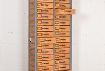 Industriële kasten - ladenkasten / Industriële houten kasten, apothekerskasten, werkkasten.  kenmerkend met veel kleine lades