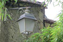 Verlichting door de jaren heen. / Verlichting heeft door de jaren heen ,voornamelijk een functionele betekenis gehad. Hierbij waren schoonheid vaak ondergeschikt.Toch zie je af en toe toch aparte lampen.